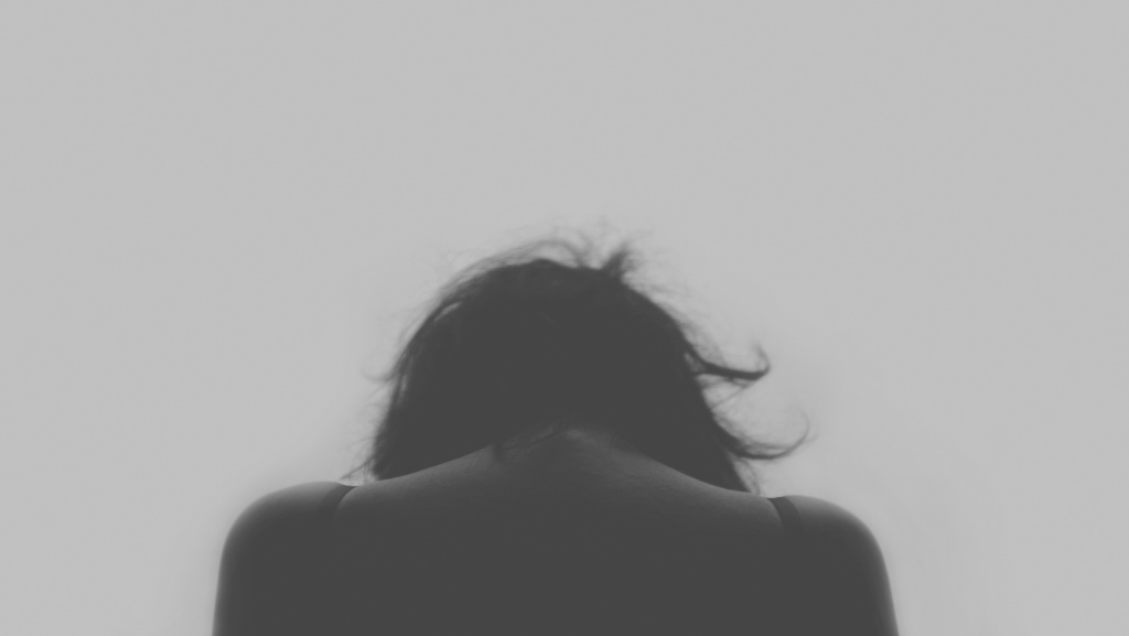 Black and white picture of a woman | Pexels