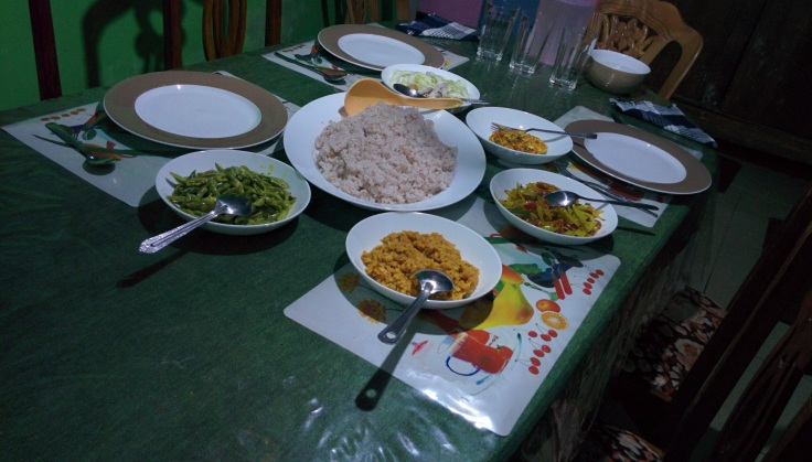 Rice and curry dinner at New Sun Shine Bungalow in Nuwara Eliya | Image subject to copyright
